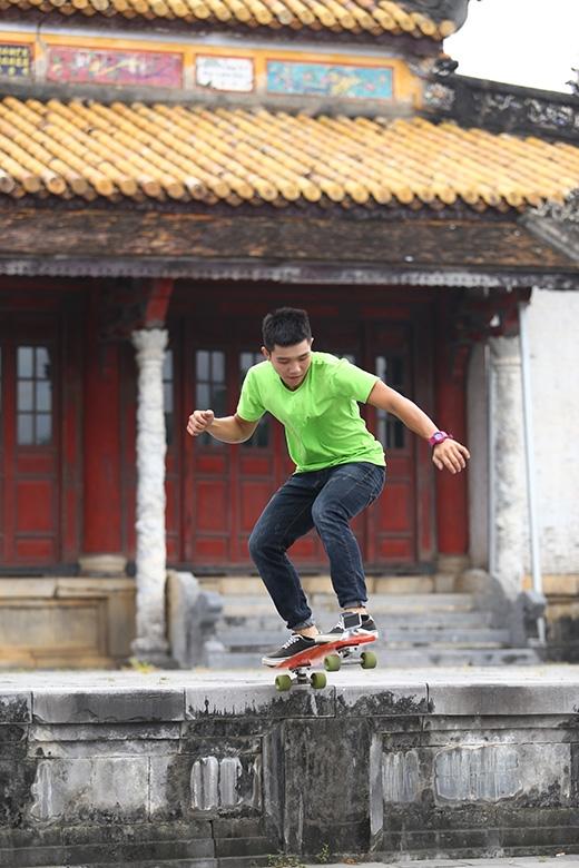 Và cũng có những chuyện tưởng-chừng-như-không-thể và anh chàng C-Tut đã có cơ hội được trượt ván nơi hoàng thành Huế đầy thú vị.