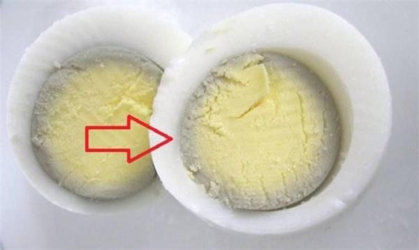Khi trứng luộc xuất hiện viền màu xanh thì có nghĩa là gì?