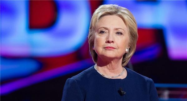 Trên trang xã hội chính thức của cựu Ngoại trưởng Mỹ Hillary Clinton cũng đăng tải lời an ủi về sự kiện kinh hoàng này. (Ảnh: Internet)