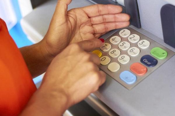 Tổ hợp các phím mã PIN của bạn hoàn toàn có thể bị nhìn thấy vì vậy hãy thường xuyên thay đổi mã PIN của bạn. (Ảnh: Internet)