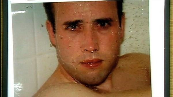 Người đàn ông trong bức ảnh này chính là Travis Alexander. Côbạn gái Jodi Arias đã chụp trước khi giết chết anh với một nhát dao cắt ởcổ, nhiều vết đâm và một phát súng vào đầu sau khi đùa giỡn với nhau trong nhà tắm.(Ảnh: Internet)