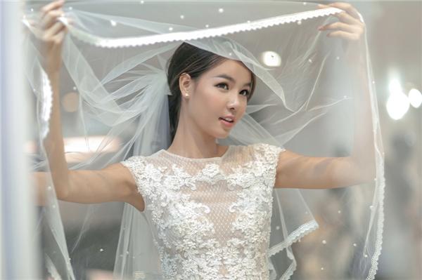 Ngẩn ngơ trước vẻ quyến rũ của chiếc váy Kỳ Hân sẽ mặc trong ngày cưới