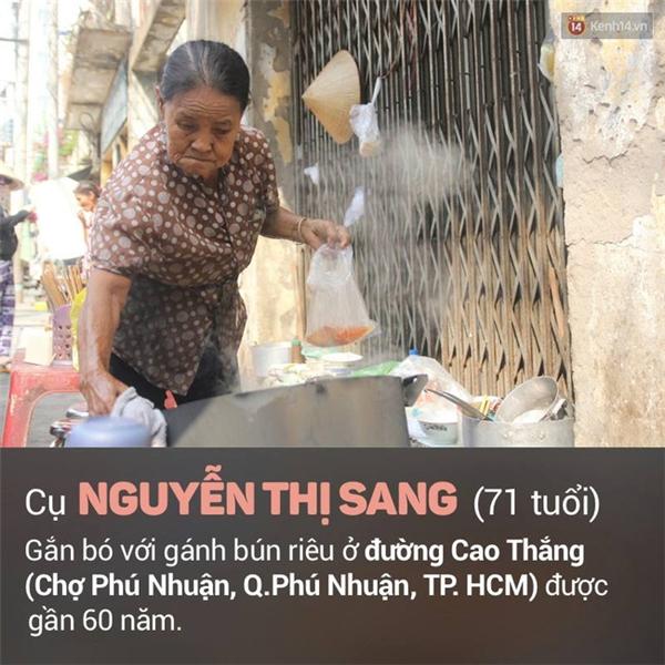 """Cụ Nguyễn Thị Sang (71 tuổi) gắn bó với gánh bún riêu ở đường Cao Thắng (Chợ Phú Nhuận, quận Phú Nhuận, TP. HCM) được gần 60 năm. Cụ Sang bán bún riêu vào buổi sáng để nuôi mẹ già yếu. Mỗi bát bún có giá 15 nghìn đồng. Công việc bán bún riêu """"ba cọc ba đồng"""" nhưng cụ Sang là người rất """"hào sảng"""" xin gì cũng cho nên ai cũng quý mến."""