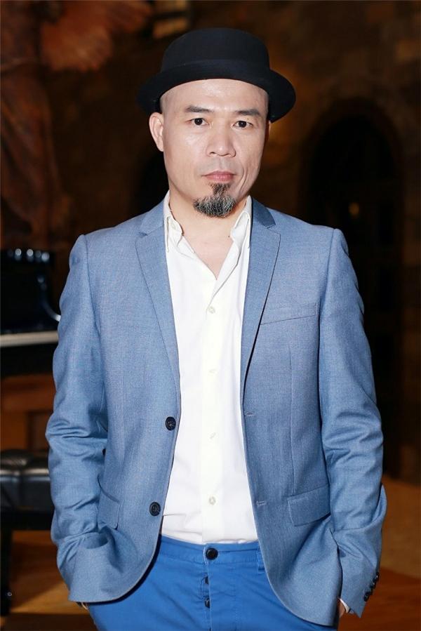 """Nhạc sĩ Huy Tuấn đảm nhiệm vai trò giám khảo kiêm giám đốc âm nhạc cho cuộc thi. Trong khi đó, chàng MC lém lỉnh Nguyên Khang phụ trách """"cầm trịch"""" để dẫn dắt chương trình."""