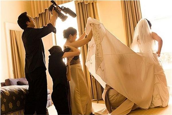 Điều gì ẩn giấu bên dưới chiếc váy cưới? (Ảnh: Internet)