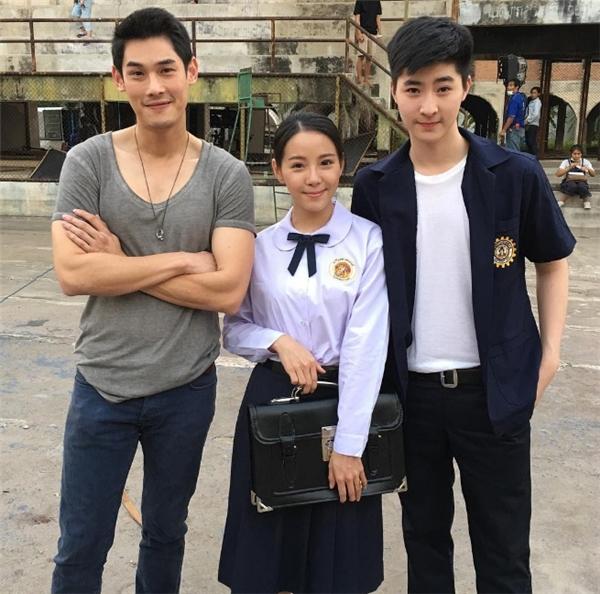 Pongtiwat và bạn bè tại ngôi trường quốc tế hàng đầu Thái Lan. (Ảnh: Instagram)