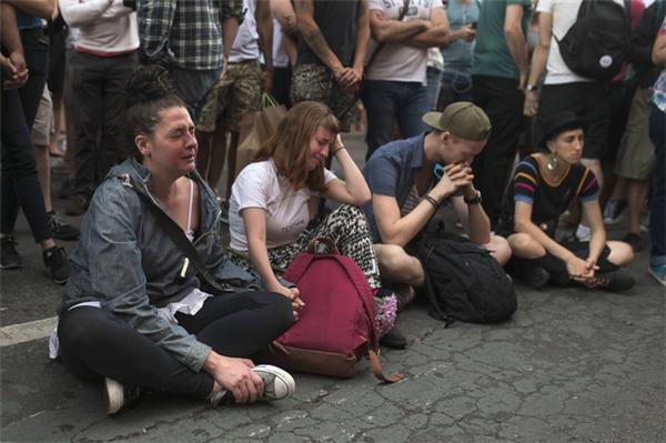 Những giọt nước mắt tại New York. (Ảnh: AP)