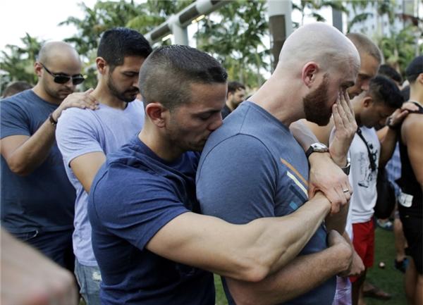 Những hình ảnh sau vụ xả súng khiến tim mỗi người như bị bóp nghẹt