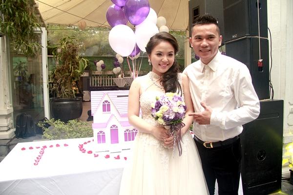 Năm 2014, Anh Tú kết hôn với nữ ca sĩ Lam Trang sau nhiều năm tìm hiểu. Sau đám cưới, cặp đôi vui mừng đón quý tử - bé Phúc Minh và cùng vun vén tổ ấm hạnh phúc. - Tin sao Viet - Tin tuc sao Viet - Scandal sao Viet - Tin tuc cua Sao - Tin cua Sao
