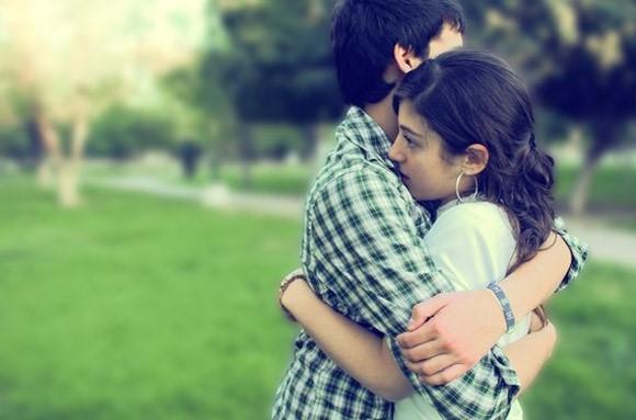 Bạn nên bàn bạc với người yêu trước khi công khai hình ảnh thân mật của cả hai. (Ảnh minh họa)