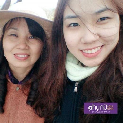 Thu Hương chụp ảnh cùng mẹ trong dịp xuân 2016.