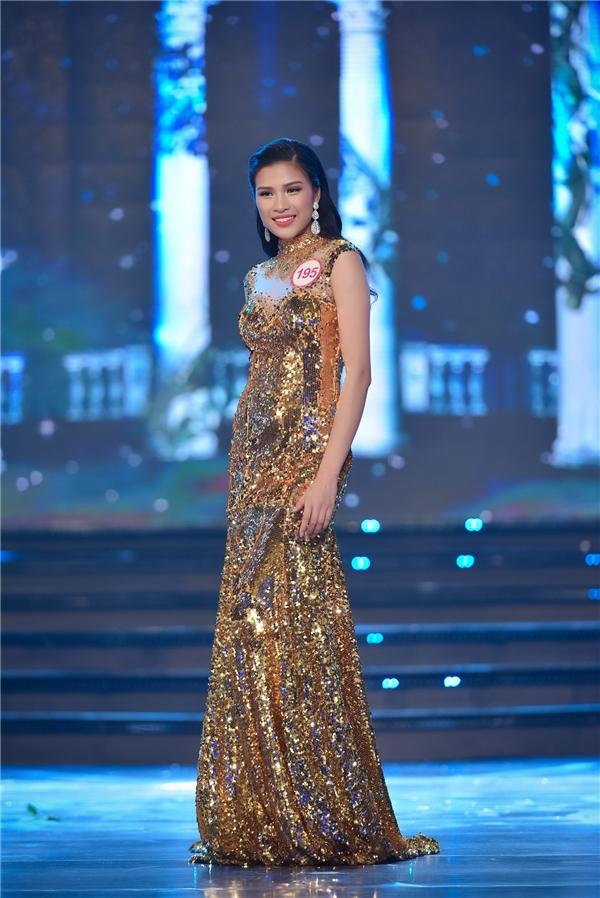 Kĩ năng trình diễn của cô gái này được nhận xét khá giống với Hoa hậu Hoàn vũ Việt Nam 2015 Phạm Hương (người cũng từng thất bại tại Hoa hậu Việt Nam 2014 dù được đánh giá rất cao).
