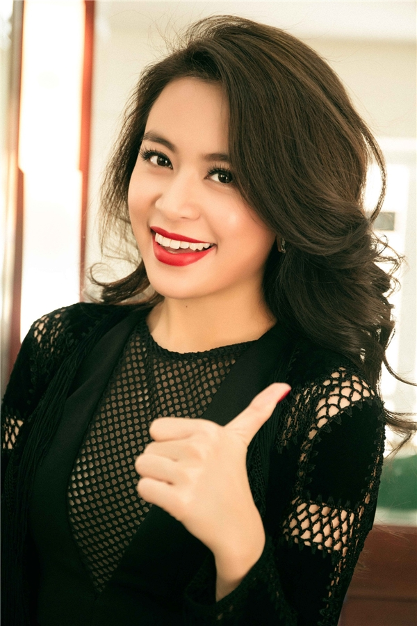 Hoàng Thùy Linh xuất hiện tươi rói trong một chương trình của đài truyền hình quốc gia. - Tin sao Viet - Tin tuc sao Viet - Scandal sao Viet - Tin tuc cua Sao - Tin cua Sao