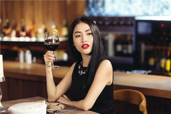 Mai Hồvào vai cô gái sắc sảo nhưng rấtmặn mà.