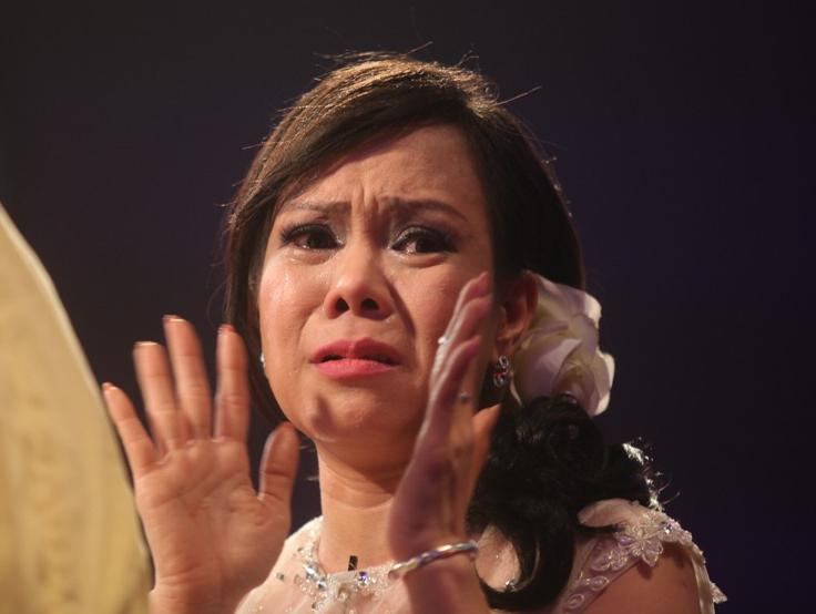 Ít ai biết được rằng trước khi trở thành nghệ sĩ nổi tiếng, Việt Hương từng có kí ức quá khứđầy nước mắt, lắmcơ cực, gian truân và bị chà đạp đến mức không nghĩ mình sẽ thành công. - Tin sao Viet - Tin tuc sao Viet - Scandal sao Viet - Tin tuc cua Sao - Tin cua Sao