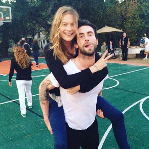 Bức ảnh đáng yêu của hai vợ chồng được Adam đăng tải trên Instagram. (Ảnh: Instagram)