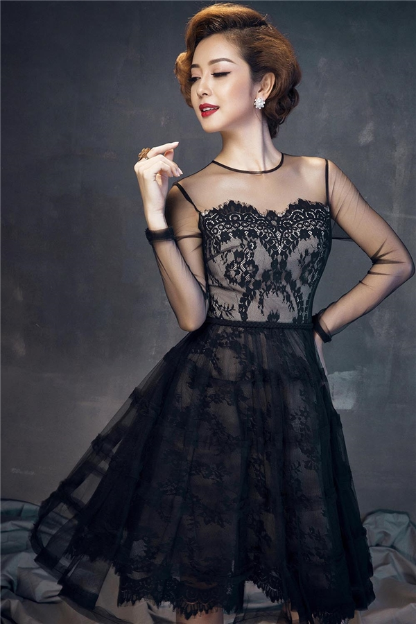 Jennifer Phạm ngọt ngào, mặn mà với váy áo sắc đen