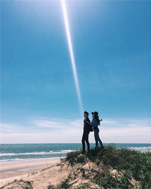"""Sau khi hoàn chỉnh ca khúc của riêng mình, 6 tháng sau chàng hotboy mới có thể thực hiện MV với bối cảnh """"lên rừng – xuống biển"""" cùng những hình ảnh đẹp đến nao lòng của thành phố Đà Lạt và Hồ Cốc"""