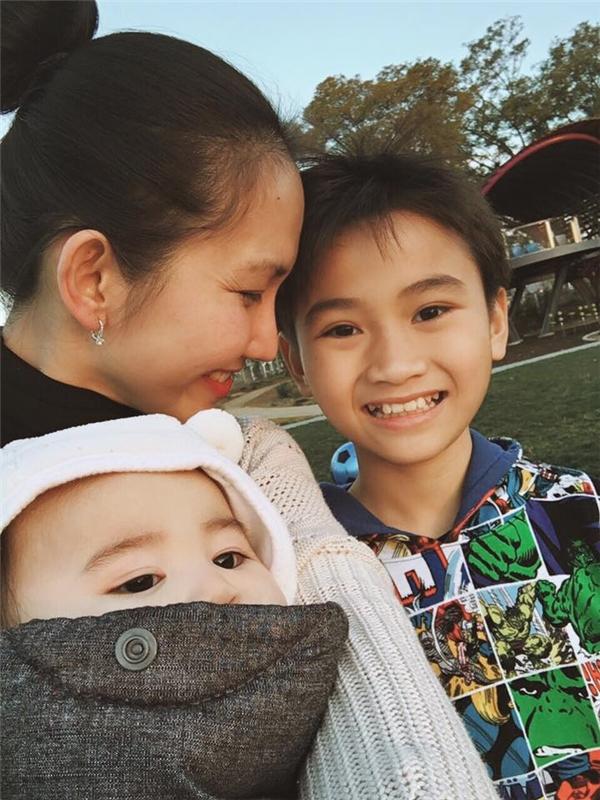 """Mẹ con Kim Hiền thích thú selfie ghi lại kỉ niệm trong chuyến """"du hí"""" gia đình. - Tin sao Viet - Tin tuc sao Viet - Scandal sao Viet - Tin tuc cua Sao - Tin cua Sao"""