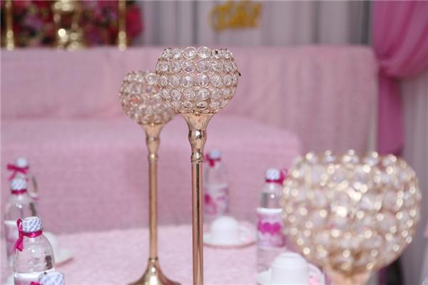 Không gian chung của tiệc mang màu hồng – trắng ngọt ngào mà Kỳ Hân vô cùng yêu thích. - Tin sao Viet - Tin tuc sao Viet - Scandal sao Viet - Tin tuc cua Sao - Tin cua Sao