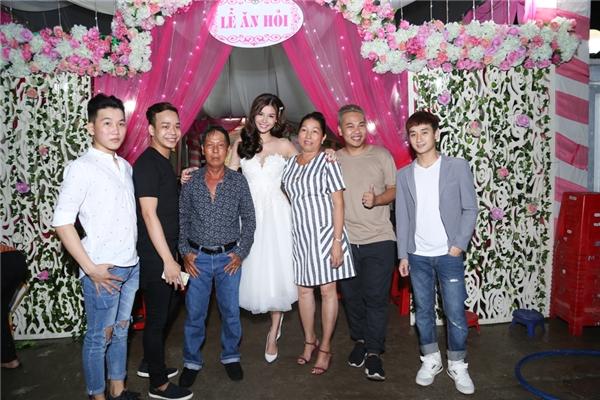 Khá đông bạn bè ở Tp. Hồ Chí Minh đã có mặt để chúc mừng hạnh phúc Kỳ Hân - Tin sao Viet - Tin tuc sao Viet - Scandal sao Viet - Tin tuc cua Sao - Tin cua Sao