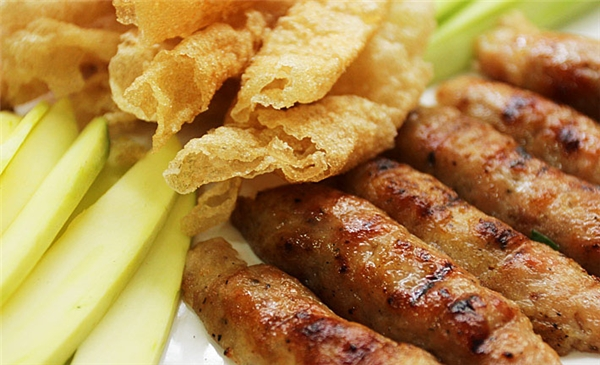 Nem nướng là một trong những món nổi tiếng nhất tại Khánh Hòa (Ảnh: Internet)
