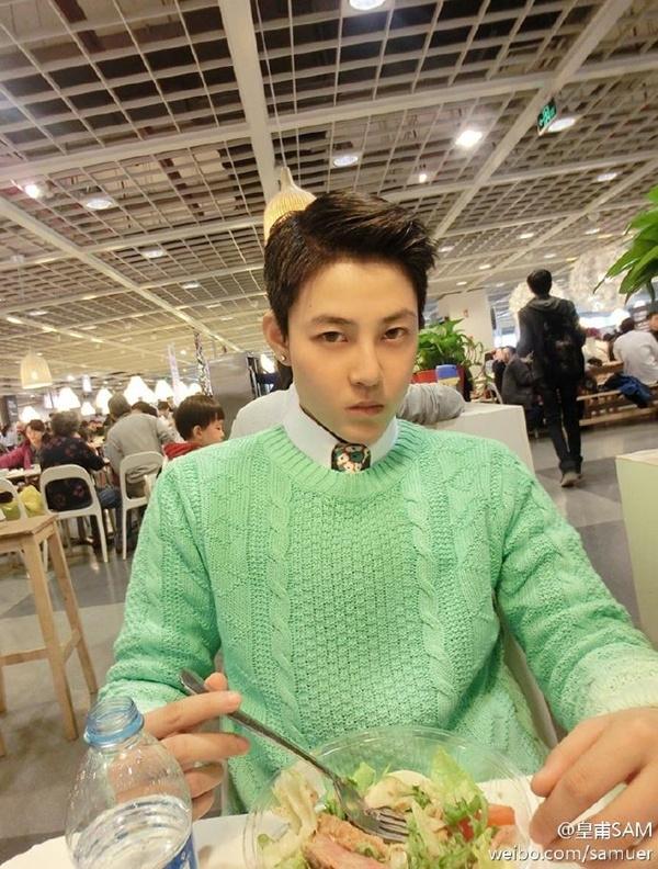 Gương mặt điển trai của SAM được nhận xét là giống với Trần Quán Hy.