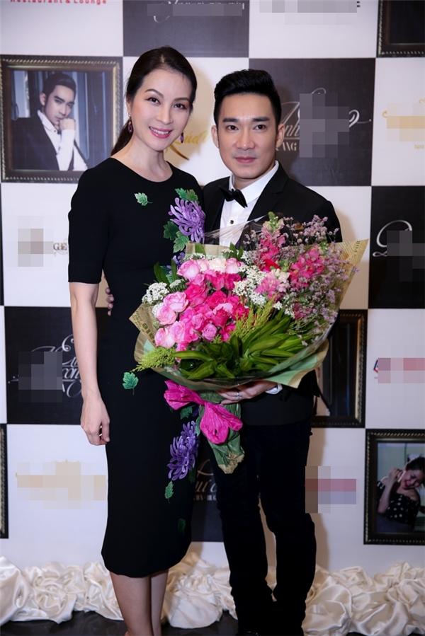 MC Thanh Mai cũng có mặt để chúc mừng thành công mới của Quang Hà.