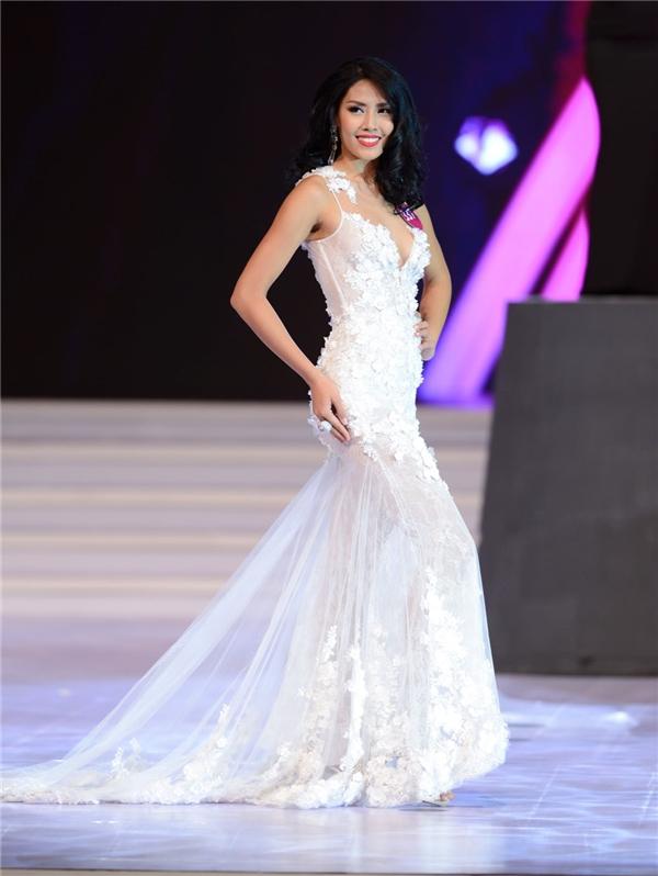 Sau Phạm Hương, chiếc vé Miss Universe 2016 sẽ thuộc về ai?