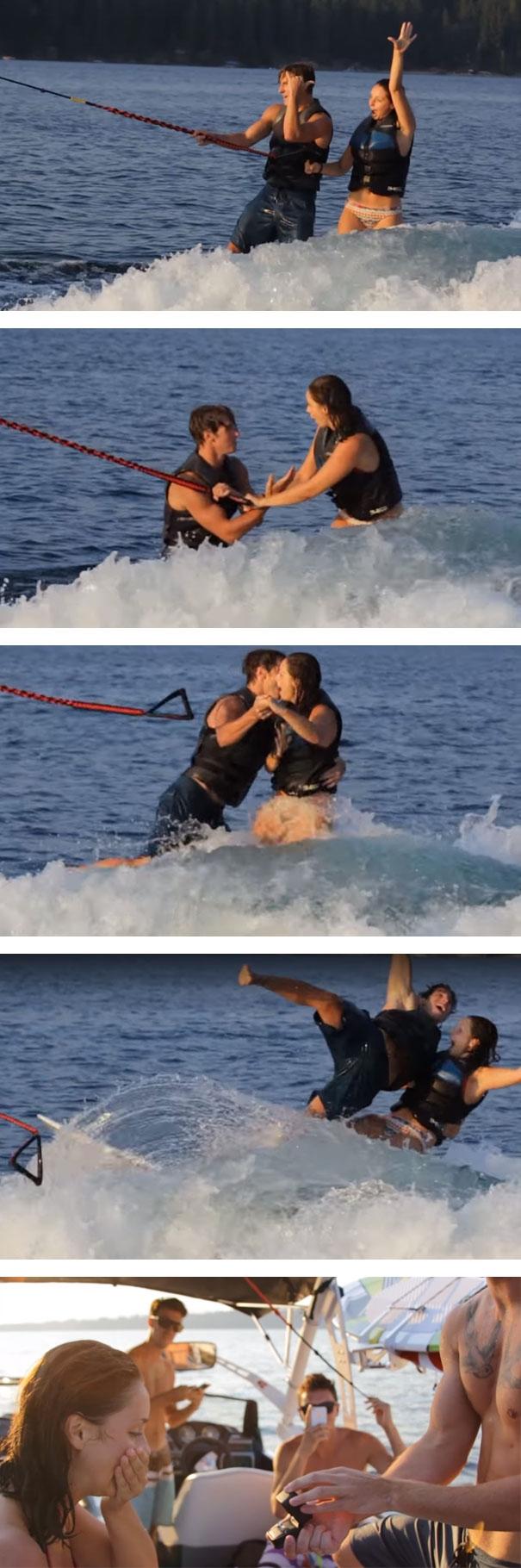 Đang lướt sóng ca-nô thì chàng tranh thủ quay sang cầu hôn nàng và hai người cùng hạnh phúc... bật ngửa xuống nước.