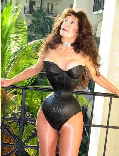 Cathie Jung có được vòng eo này nhơ fmặc áo corset chứ không hề phẫu thuật thẩm mĩ. (Ảnh: Internet)