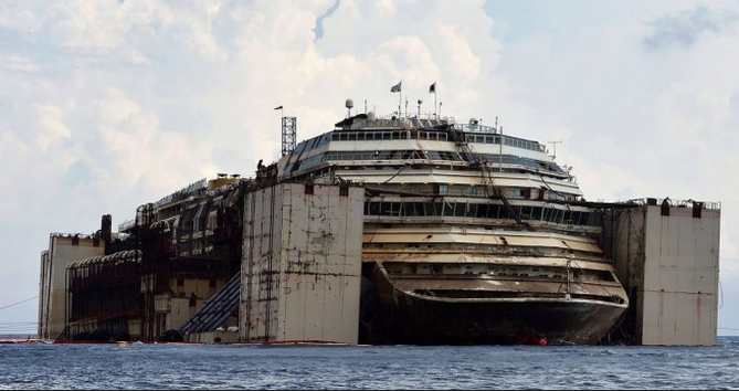 Costa Concordia là con tàu ma lớn nhất thế giới.