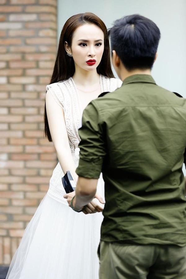 Đảm nhận vai nữ chính trong Sứ mệnh trái tim nênAngela Phương Trinh chủ động kiểm tra khả năng ăn khớp với từng bạn diễn.