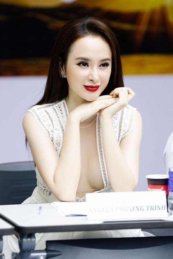Angela Phương Trinh chăm chú đánh giá từng ứng cử viên cho vị trí nam chính.