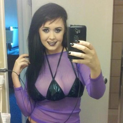 Jasmine Tridevil -cô gái 21 tuổi sống tại thành phố Tampa (bang Florida, Mỹ) khiến nhiều người sốc và có phần hoảng sợ khi nhìn thấy cô sở hữu trên ngườiđến 3 bầu ngực căng tròn. (Ảnh: Internet)