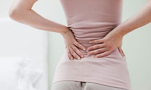 Bạn phải đi khám ngay lập tức khi gặp các cơn đau khiến bạn nhanh chóng đổi tư thế. (Ảnh: Internet)
