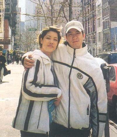 Thời điểm quyết định sang Mỹsinh sống, Quang Huy-Thu Phương đang là cặp đôi đẹp và sáng giá bậc nhất của làng giải trí. Lần ra đi và cuộc hôn nhân tan vỡ không lâu sau đó của họ đã tạo ra một cú sốc không hề nhỏ trong cộng đồng người hâm mộ. - Tin sao Viet - Tin tuc sao Viet - Scandal sao Viet - Tin tuc cua Sao - Tin cua Sao
