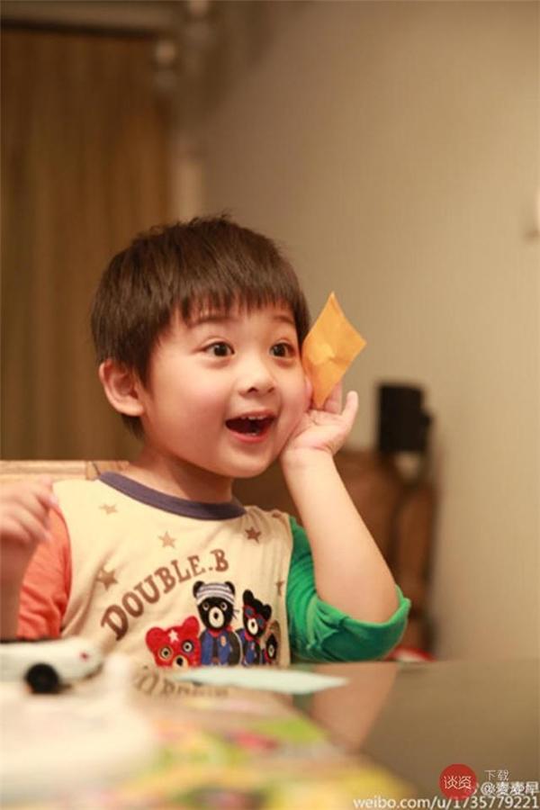 Ngất ngây với cậu bé đáng yêu nhất màn ảnh Hoa Ngữ