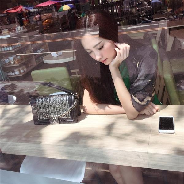 """Hoa hậu Thu Thảo đi """"tránh nóng"""" tại nước ngoài."""