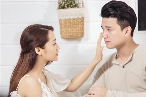 """Bảo Anh """"nhá hàng"""" phân cảnh lãng mạn giữa cô và Huỳnh Anh trong sản phẩm âm nhạc mới."""