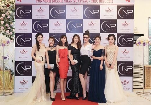 Hoa khôi doanh nhân Phương Suri xuất hiện nổi bật tại sự kiện tôn vinh doanh nhân Nelly.P miền Bắc khiến nhiều người không khỏi trầm trồ.