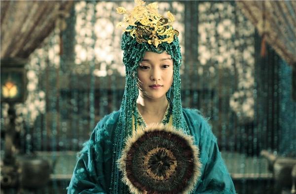 Kiểu tóc của Châu Tấn trong phim Khổng Tử bị đánh giá không khác gì cái rèm cửa. (Ảnh: Internet)