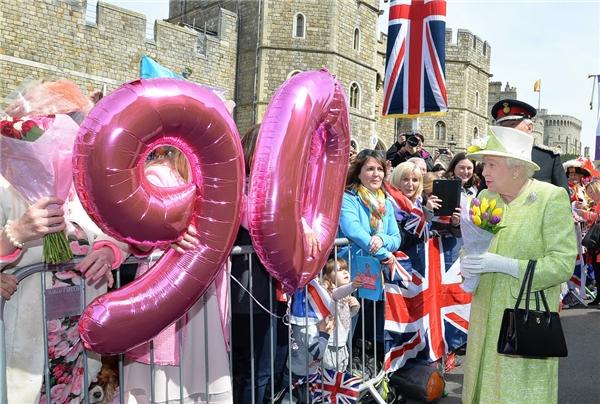 Người dân được diện kiến Nữ hoàng trong dịp Sinh nhật lần thứ 90 của Bà vừa qua. (Ảnh: Internet)