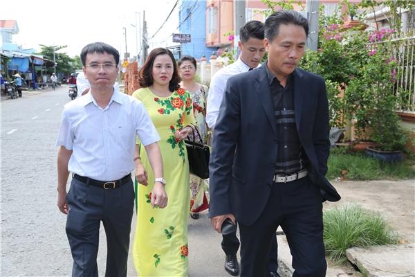 Bố mẹ Mạc Hồng Quân dắt con trai sang ra mắt hai họ nhà gái - Tin sao Viet - Tin tuc sao Viet - Scandal sao Viet - Tin tuc cua Sao - Tin cua Sao