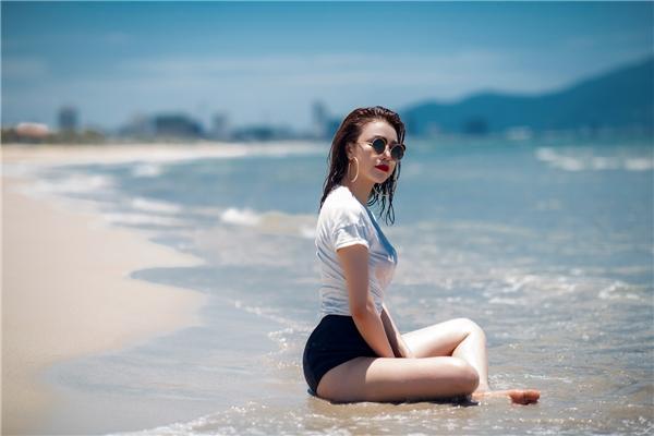 Nữ ca sĩ cũng cho biết thêmĐà Nẵng là một trong những vùng đấtmà Trà Ngọc Hằng yêuthích, bởi ở đây không chỉ vô cùng xinh đẹp mà còn rất yên bình, phù hợp để thư giãn.