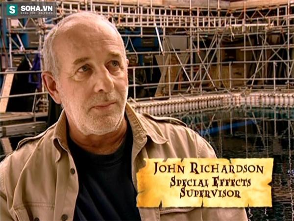 Chuyên gia hình ảnh của bộ phim, ông John Richardson.
