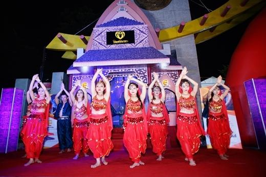 Ngôi đền bí ẩn khuấy động đêm hè Sài Gòn