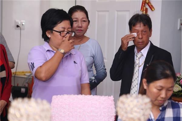 Bố mẹ Kỳ Hân xúc động khi chứng kiến hạnh phúc của con gái. - Tin sao Viet - Tin tuc sao Viet - Scandal sao Viet - Tin tuc cua Sao - Tin cua Sao