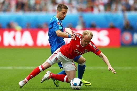 Hậu vệ phải Peter Pekaric (Slovakia- 5.81 điểm):Hậu vệ 29 tuổi thất bại hoàn toàn trong những pha tranh chấp với cầu thủ xứ Wales và không có nổi một cú tắc bóng thành công trong suốt 90 phút có mặt trên sân.