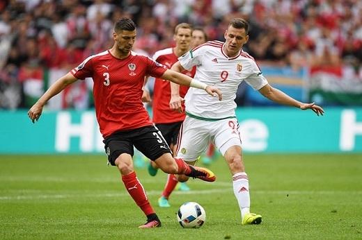 Trung vệ Aleksandar Dragovic (Áo, 4.84 điểm):Cầu thủ đang chơi cho Dynamo Kyiv tỏ ra non nớt trong những pha phòng ngự, và đặc biệt là tình huống nhận thẻ đỏ ngớ ngẩn dẫn đến trận thua 0-2 của Áo trước đối thủHungary.